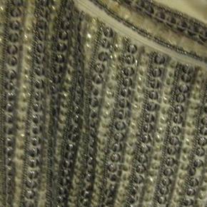 Vila shorts str. L Livvidde ca. 2x45 cm - enkelte sten/pallietter kan mangle - lynlås i siden og med foer - 50 kr. plus porto (m8505)