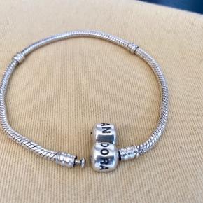 Pandora armbånd 20cm.
