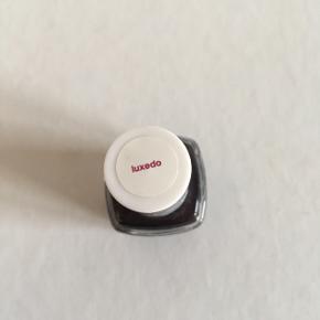 Fin mårkelilla neglelak fra Essie. Kun brugt to gange.