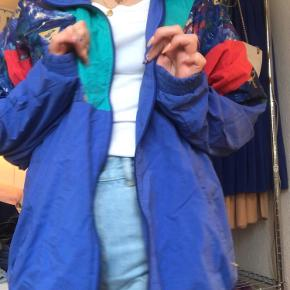 Vintage tracksuit jakke, perfekt til efterår.  25% af salgsprisen går til valgfri organisation🥰