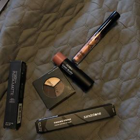 Forskellig Make-up produkter. Øjenskygge Blush Kylie lipstick  Black mascara Insta-matte lipstick