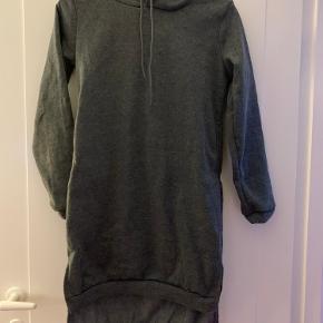Lang sweatshirt fra mærket vicabo str M (er lille i str passer s-m) som ny
