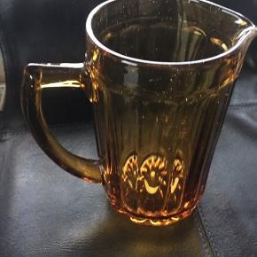 Ravfarvet glaskande fra Fyens Glasværk, højde 14,5 cm. Returneres ikke .  Afhentes på 8270 Højbjerg.  Reserver gerne når halvdelen af beløbet betales i despotiom, Svarer varen ikke til dine forventninger , refunderes pengene .