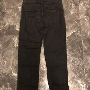 Sælger dette par bukser, som er brugt nogle par gange! Farven er en smule forvasket, men fejler ellers intet.  BYD