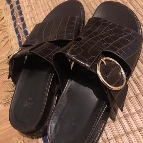 Fine sandaler brugt et par gange. Nypris 300kr.-