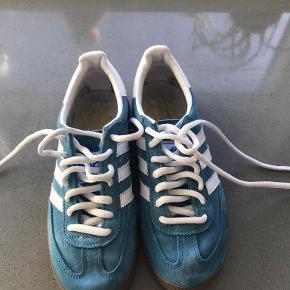 Adidas handball spezial sælges.  Størrelse 36.  Skriv pb ved interesse eller for flere billeder