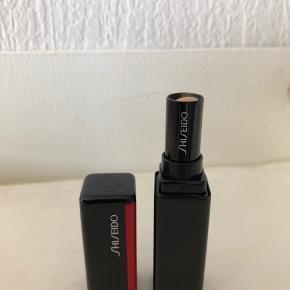 """Shiseido synchro skin gel Concealer farve 202 light. Brugt ca 0,5 cm  Brug meget gerne """"køb nu"""" funktionen eller opret et bud til mig hvis du vil ned i pris/købe flere ting 😊"""