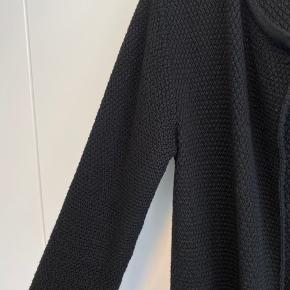 Sibin Linnebjerg sort strikcardigan. Brugt få gange, men ser ikke brugt ud.