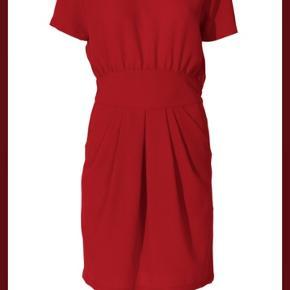 Kun prøvet på! Fantastisk kjole til al slags brug. OBS min er sort!