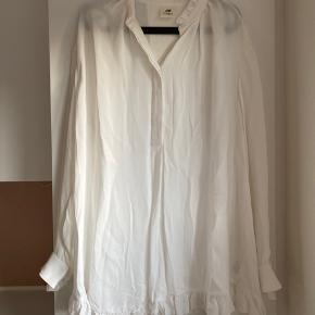 Skjorte fra h&m studio collection, aldrig brugt, byd
