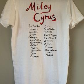 Miley Cyrus tshirt