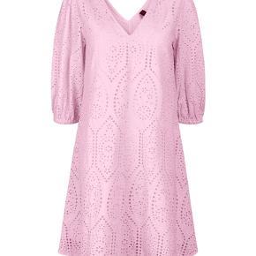 Sælger denne fine kjole 💗 brugt få gange, men ingen tegn på brug! Byd 🍭
