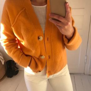 Lækker striktrøje fra H&M premium i 100% uld. 🧡   Tags: striktrøje, trøje, strik, sweater, bluse, cardigan, langærmet