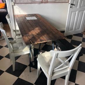 Spisebord i plankestil- men er lavet af en gammel kælderdør.   - stolene kan komme med i prisen for 70kr ekstra  Mål: 73cm bredt 173cm langt 75 cm højt