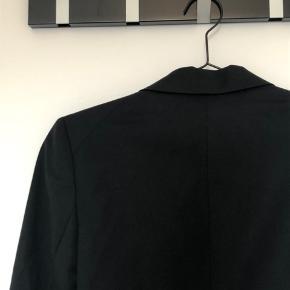 Sælger denne super lækre Habitjakke/blazer fra Filippa K!🖤  Str: M, men svarer mere til en S :) Skriv for flere billeder og spørgsmål!🤩💗  #30dayssellout