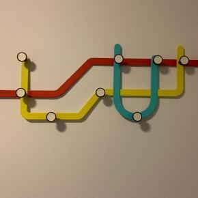 Sunway knagerække....   Kør hele underground/subway stilen i entreen: Se mine andre annoncer med matchende stol/bord samt retro London underground map!!!
