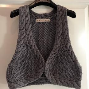 Fin strikke vest - str M/L  100% super soft wool. made in Nepal