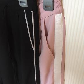 2 par Tally Weijl bukser.  Det ene par i lyserød er brugt en enkel gang.  Det andet par i sort er brugt et par gange.  God stand, begge str. 36.  Samlet pris: 70 kr