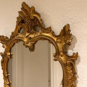 OBS: Skal afhentes senest d. 1feb da jeg flytter  Flot ældre spejl, har ingen skader eller lign.