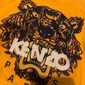 Så fed kenzo trøje Overvejer at sælge  Gmb Der er 2 mindre pletter på det ene ærme nede mod håndleddet