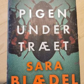 Pigen under træet af Sara blædel Læst én gang. I super fin stand.