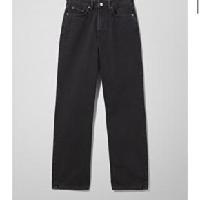 Weekday row jeans i en str 26/32. Ingen tegn på slid og kun brugt en håndfuld gange🌸