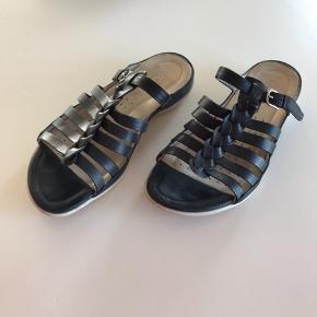 6fd7930b457 Rigtig flot sandal fra Ecco Sort Str 36