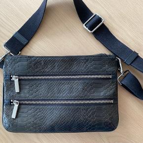 Decadent bæltetaske