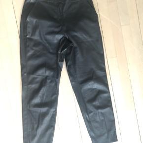 Bukser i imiteret læder. Brugt 1 gang og vasket 1 gang. #30dayssellout