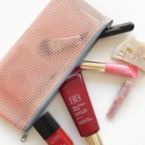 Mesh pouch / kosmetiktaske i nude eller turkis 🌷  Hentes på Islands Brygge eller sendes med PostNord på eget ansvar for 10 DKK 💌