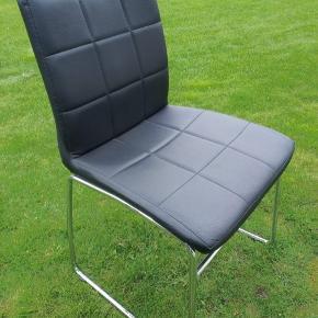 6 stk rigtig fine stole, fra Actona. Ryglæn bredde 40 cm. Højde på stol 85 cm. Siddehøjde 49 cm. Dybde sæde 48 cm. Bredde ben 49.