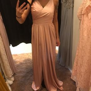 Fin kjole. Brugt en enkel aften