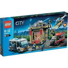 Nyt og uåbnet LEGO City 60008  Inkl batterier Model: 60008 Indbrud på museet VEJL. UDSALGSPRIS 849,- Vægt: 1146 gram