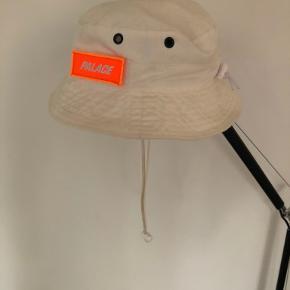 Palace hue & hat