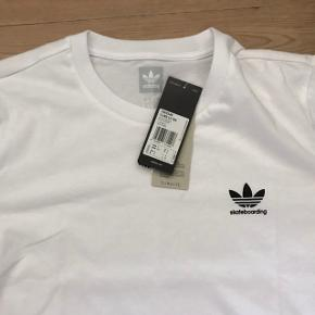 Helt ny Adidas Skateboarding Climate 2.0 t-shirt. Nypris: 350 kr.