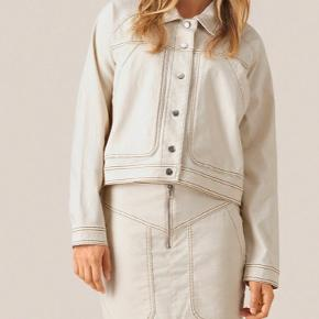 Fed beige jakke fra Second female. Sælges da jeg ikke får den brugt