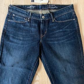 Levis jeans  Fit: Demi Curve Style: Straight leg Str.: W30 L32