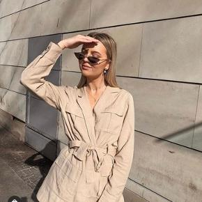 """Beige nude jakke fra Gina Tricot i Str S (fitter både s og m) """"Gina kaia jacket""""  Jakken er brugt en enkelt gang. Jeg får den ikke brugt som jeg havde håbet.   #!bytter ikke!#"""