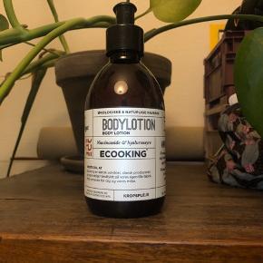 Jeg sælger denne Ecooking bodylotion 300 ml! Helt ny! Aldrig åbnet!  Jeg har fået den i gave.