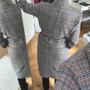 Fin ny trenchcoat fra Moves str S  Frakke, jakke NP 1195.-