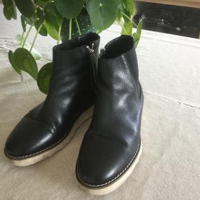 Lækker herre støvlesko i sort læder- str. 41 - næsten som nye . Byd