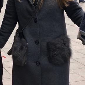 Sælger denne jakke/frakke med pels lommer fra Gustav.  Den er desværre blevet for står grundet et vægttab.