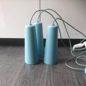 3 smukke turkis- blå lamper/ pendler. Købt i Ilva.