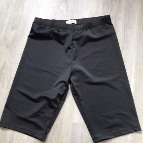 Fine leggings shorts. Er lidt gennemsigtige så de er gode under en kjole.