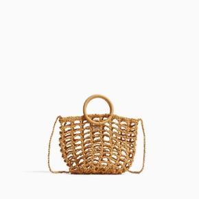 Søde taske med skulder strop fra Zara Pige, kan dog sagtens bruges af både piger og kvinder :) aldrig brugt