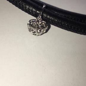 😍super fint læderarmbånd😍 Med lille fint sølv-hjerte Fra Christina Watchers 65 cm ALDRIG brugt NP:600kr Afhentes 6700 Esbjerg 🚘 Eller  Sendes med Dao📮
