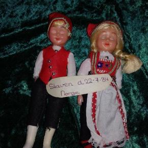 Forskellige dukker med øjne der kan åben og lukke, sælges da de bare ligger, sælges samlet eller hver for sig  Pr stk 45,- Samlet 250,-
