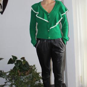 Pris UDEN porto  Asymmetrisk cardigan