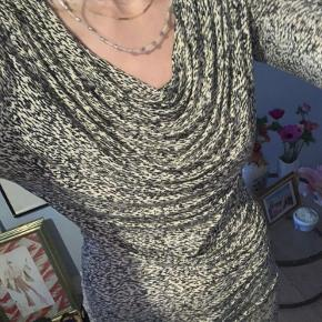 Jersey kjole i beige/sort print fra InWear. Passer en str. S/M.