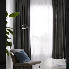 3 sæt gardiner mørkegrå velour gardiner. 2 er stadig i pakken. 140cm bredde - 3m. lange  Sælges fordi de er 10cm. for korte.  Nypris 649,-